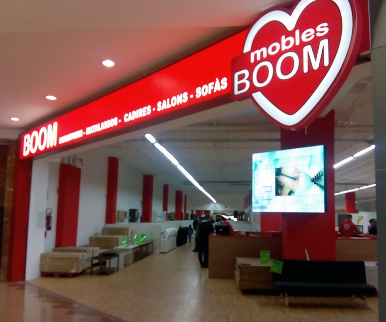 mobles boom centre comercial montigal